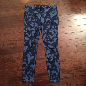 GapFit blue camo leggings